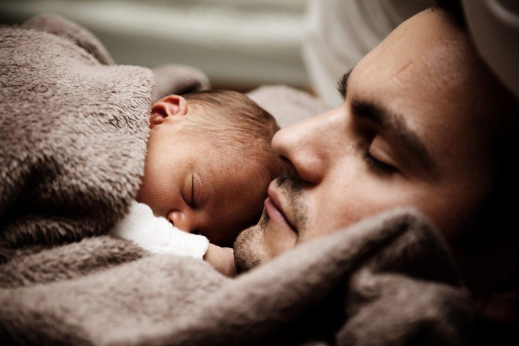 praktijkvader samen slapen familiebed slapen kinderen baby